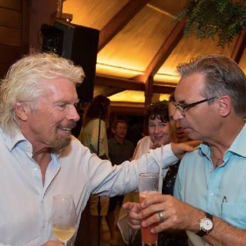 Christian Semlitsch im Austausch mit Unternehmer-Legende Richard Branson (Virgin)