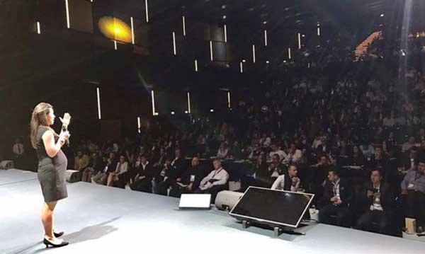 Valeria Vinclair auf einem Kongress in Südafrika