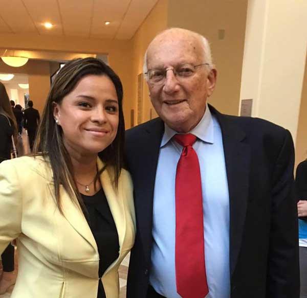 Valeria Vinclair hat von den Besten gelernt. Zusammen mit Ihrem Mann hat sie eine Immobilienfirma und hat u.a. bei George Ross, dem früheren Business-Coach von Donald Trump gelernt.